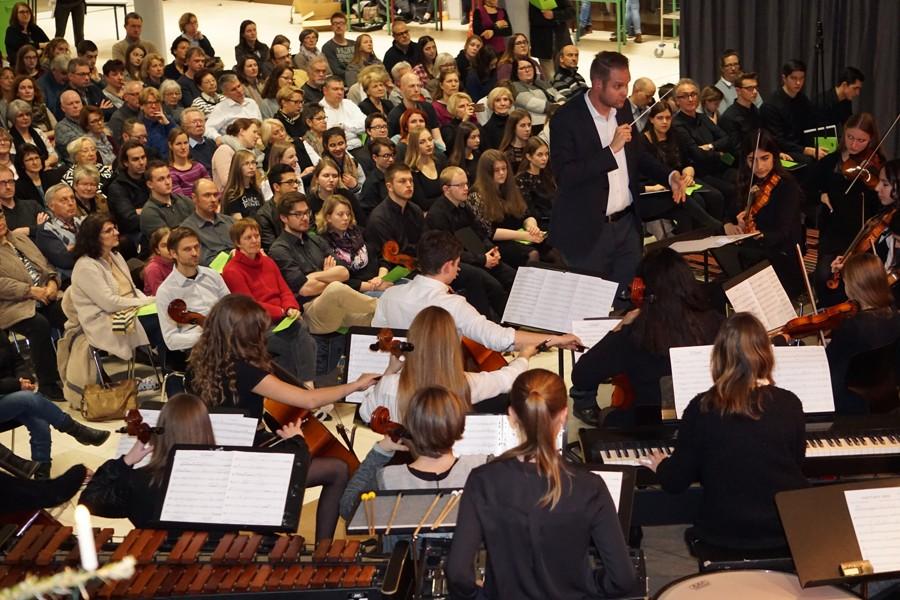 Orchester-mit-Publikum